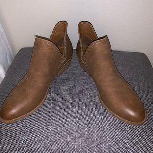 cute brown booties!!